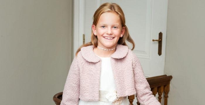 Falls es zur Kommunion kalt wird, hilft diese Teddy-Jacke in Roze oder Ecru. Nur bei Kommuniononline.de erhältlich.
